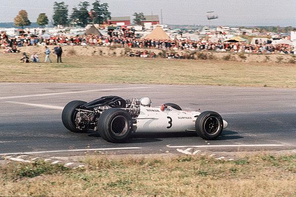 Watkins Glen, New York, USA.30/9-1/10 1967.John Surtees (Honda RA300).Ref-35mm 67 USA 08.World Copyright - LAT Photographic