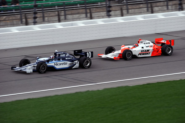 Dario Franchitti (GBR) Ganassi Racing, leads Helio Castroneves (BRA), Team Penske.