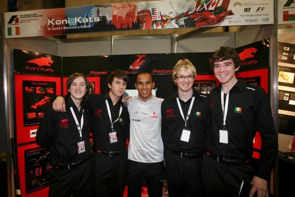 Lewis Hamilton (GBR) McLaren with the World Champion team from Ireland. F1 in Schools World Championships 2009, Royal Horticultural Halls, London, England, 17 September 2009.