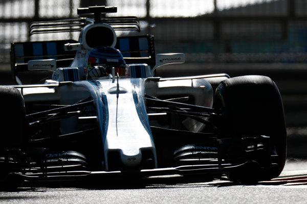 Yas Marina Circuit, Abu Dhabi, United Arab Emirates. Wednesday 29 November 2017. Sergey Sirotkin, Williams FW40 Mercedes.  World Copyright: Zak Mauger/LAT Images  ref: Digital Image _56I6428
