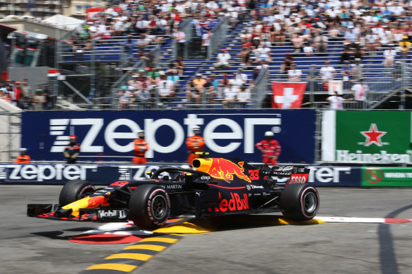 Max Verstappen (NED) Red Bull Racing RB14 hits the barrier and crashes in FP3
