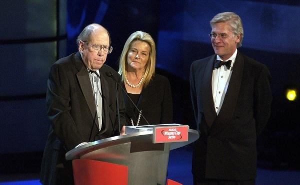 Bill France Jr (USA) honours RJ Renyolds CEO Andy Schindler (USA) at the end of the historic Winston sponsorship of Nascar. Nascar Awards, New York City, New York, USA, 5 December 2003. DIGITAL IMAGE