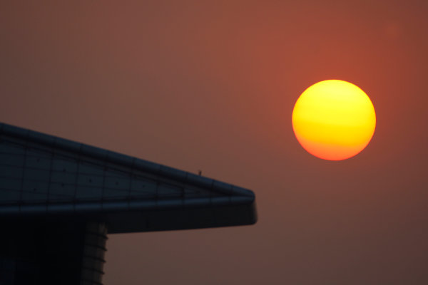 Shanghai International Circuit, Shanghai, China. 18th October.Saturday Race.The sun sets in the latter stages of the feature race. Atmosphere.World Copyright: Lorenzo Bellanca/GP2 Series Media Service.ref: Digital Image _64I8087