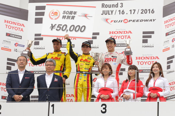2016 Japanese Formula 3 Championship Fuji, Japan. 16th - 17th July 2016. Rd 9 & 10. Rd.10 Winner Katsumasa Chiyo ( #23 B-MAX NDDP F3 ) 2nd position Jann Mardenborough ( #22 B-MAX NDDP F3 ) 3rd position Sho Tsuboi ( #37 ZENT TOM'S F314 ) podium, portrait. World Copyright : Yasushi Ishihara/LAT Photographic Ref : 2016JF3_R9&10_011