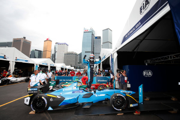 FIA Formula E Hong Kong e-Prix. The Race. Sebastien Buemi (SUI), Renault e.Dams, Spark-Renault, Renault Z.E 16.  Hong Kong Harbour, Hong Kong, Asia. Sunday 9 October 2016. Photo: Adam Warner / FE / LAT ref: Digital Image _L5R8298