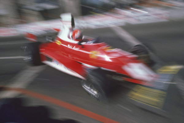 Long Beach, California, USA. 26th - 28th March 1976. Niki Lauda (Ferrari 312T), 2nd position, action.  World Copyright: LAT Photographic.  Ref: 76LB32.