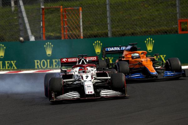 Kimi Raikkonen, Alfa Romeo Racing C41, leads Daniel Ricciardo, McLaren MCL35M