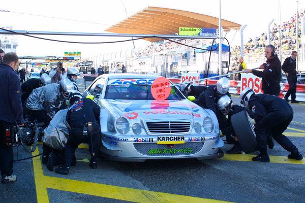 2001 DTM ChampionshipZandvoort, Holland. 22nd - 23rd September 2001.Bernd Schneider (D2 AMG Mercedes), pitstop.World Copyright: Peter Spinney/LAT Photographicref: 8 5mb Digital Image Only