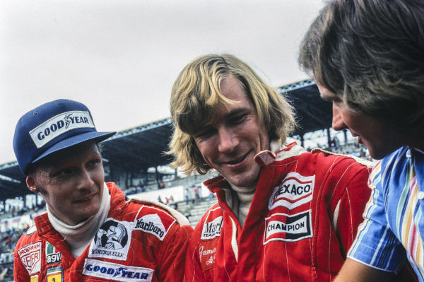 Niki Lauda and James Hunt talk to Barry Sheene.