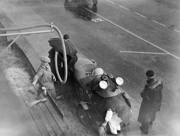 Jean Viale / Albert Alin, A. Gordini, Simca Cinq Fiat, makes a pitstop.