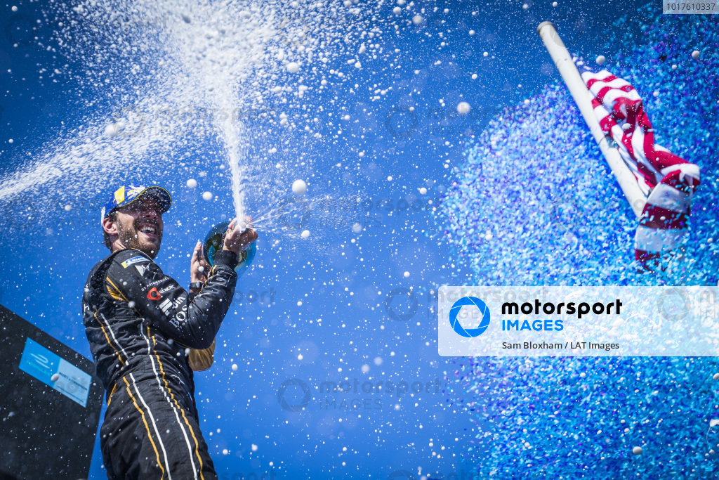 Jean-Eric Vergne (FRA), DS TECHEETAH, sprays the champagne as he celebrates on the podium after winning the championship