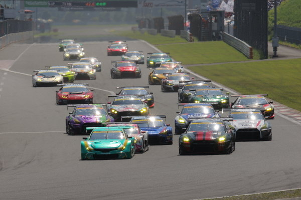 The start of the GT300 race