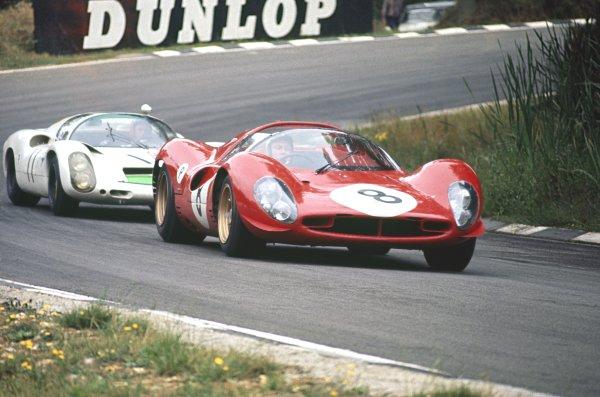 1967 BOAC 500.Brands Hatch, Great Britain.30th July 1967.Paul Hawkins/Jonathan Williams (Ferrari 330P4), leads Jo Siffert/Bruce McLaren (Porsche 910), 3rd position, action.World Copyright : LAT Photographic