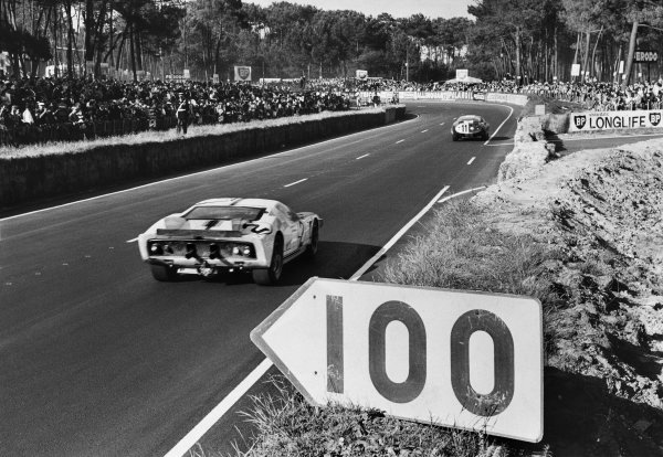 Le Mans, France. 19th - 20th June 1965.Phil Hill/Chris Amon (Ford GT40 MkII), retired, action. World Copyright: LAT PhotographicRef: Autocar Used Pic 25th June 1965 Pg 1307.