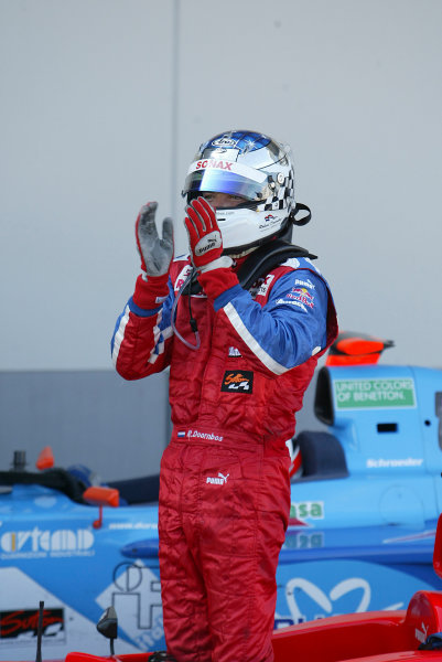 2004 Formula 3000 Championship (F3000) Nurburgring, Germany.29th May 2004. Robert Doornbos (Arden International) applauds his team as he steps form the car.World Copyright: LAT Photographic ref: Digital Image Only