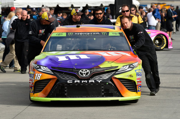 Monster Energy NASCAR Cup Series First Data 500 Martinsville Speedway, Martinsville VA USA Saturday 28 October 2017 Kyle Busch, Joe Gibbs Racing, M&M's Halloween Toyota Camry crew World Copyright: Scott R LePage LAT Images ref: Digital Image lepage-171028-mart-3175