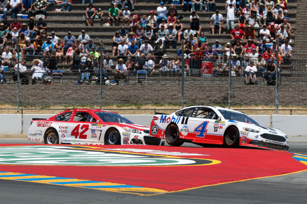 Monster Energy NASCAR Cup Series Toyota/Save Mart 350 Sonoma Raceway, Sonoma, CA USA Sunday 25 June 2017 Kevin Harvick, Stewart-Haas Racing, Mobil 1 Ford Fusion Kyle Larson, Chip Ganassi Racing, Target Chevrolet SS World Copyright: Matthew T. Thacker LAT Images