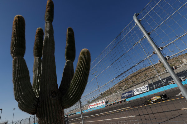 Verizon IndyCar Series Desert Diamond West Valley Phoenix Grand Prix Phoenix Raceway, Avondale, AZ USA Friday 28 April 2017 James Hinchcliffe, Schmidt Peterson Motorsports Honda World Copyright: Michael L. Levitt LAT Images