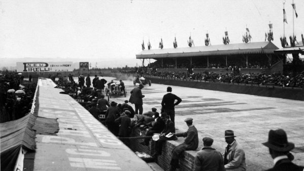 1913 French Grand Prix.Amiens, France. 12 July 1913.Pits and Grandstand.Published Autocar 19/7/1913.World Copyright - LAT Photographic