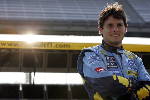2006 USA Grand Prix - Friday Practice Indianapolis, Indiana, USA. 29th June - 2nd July. Giancarlo Fisichella, Renault R26, portrait. World Copyright: Charles Coates/LAT Photographic ref: Digital Image MB5C8383