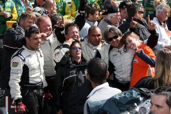 The Minardi Team USA mechanics celebrate.Champ Car World Series, Rd6, Mont Tremblant, Canada, 29 June - 1 July 2007.