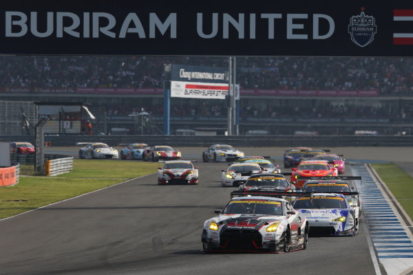 2016 Japanese Super GT Series. Chang International, Thailand. 8th - 9th October 2016. Rd 7. GT300 Start of the race, action. World Copyright : Masahide Kamio / LAT Photographic Ref : 2016ST_Rd7_THAI_007