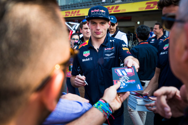 Autodromo Hermanos Rodriguez, Mexico City, Mexico. Thursday 26 October 2017. Max Verstappen, Red Bull Racing, signs autographs for fans. World Copyright: Sam Bloxham/LAT Images  ref: Digital Image _W6I9129