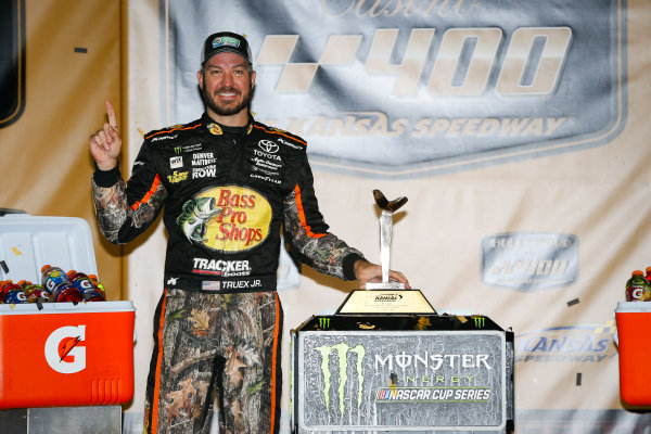 Monster Energy NASCAR Cup Series Hollywood Casino 400 Kansas Speedway, Kansas City, KS USA Sunday 22 October 2017 Martin Truex Jr, Furniture Row Racing, Bass Pro Shops / Tracker Boats Toyota Camry victory lane World Copyright: Barry Cantrell LAT Images