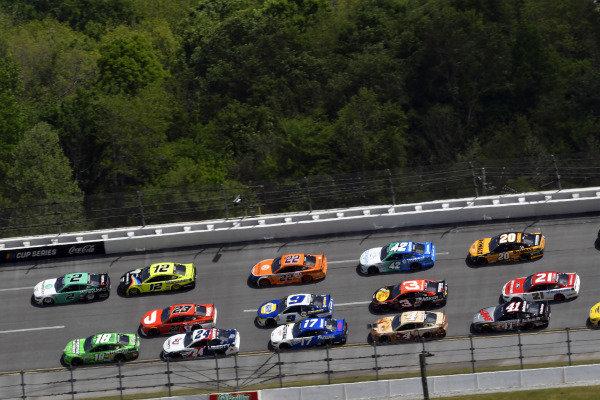 #18: Kyle Busch, Joe Gibbs Racing, Toyota Camry Interstate Batteries and #2: Brad Keselowski, Team Penske, Ford Mustang MoneyLion