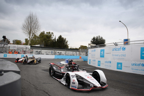 Pascal Wehrlein (DEU), Tag Heuer Porsche, Porsche 99X Electric, leads Antonio Felix da Costa (PRT), DS Techeetah, DS E-Tense FE21