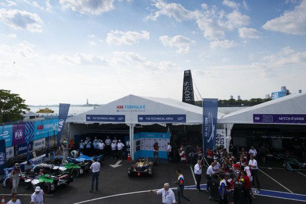 Lucas Di Grassi (BRA), Audi Sport ABT Schaeffler, Audi e-tron FE04, celebrates after the race in Parc Ferme.