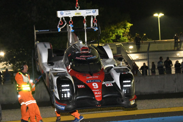 The car of race retirees Nicolas Lapierre (FRA) / Yuji Kunimoto (JPN) / Jose Maria Lopez (ARG), Toyota Gazoo Racing Toyota TS050 - Hybrid is recovered at Le Mans 24 Hours, Race, Le Mans, France, 17-18 June 2017.