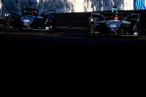 Gary Paffett (GBR), HWA Racelab, VFE-05, alongside Stoffel Vandoorne (BEL), HWA Racelab, VFE-05