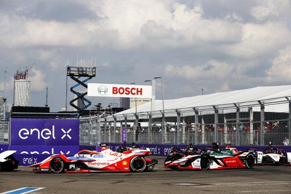 Alex Lynn (GBR), Mahindra Racing, M7Electro, leads Lucas Di Grassi (BRA), Audi Sport ABT Schaeffler, Audi e-tron FE07