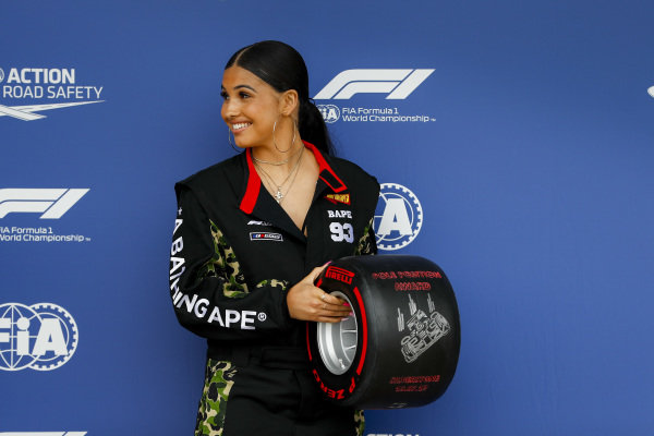 Singer-songwriter Mabel with the Pirelli Pole Position Award