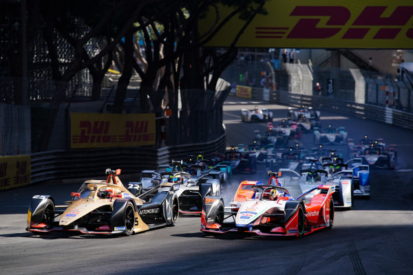 Jean-Eric Vergne (FRA), DS TECHEETAH, DS E-Tense FE19 leads Pascal Wehrlein (DEU), Mahindra Racing, M5 Electro and Oliver Rowland (GBR), Nissan e.Dams, Nissan IMO1