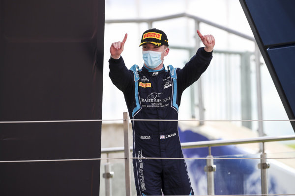 Race Winner Dan Ticktum (GBR, DAMS) celebrates on the podium