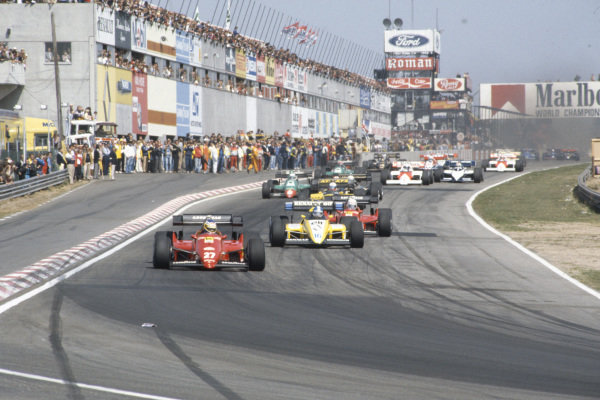 Michele Alboreto, Ferrari 126C4, leads Derek Warwick, Renault RE50, René Arnoux, Ferrari 126C4, Manfred Winkelhock, ATS D7 BMW, and Riccardo Patrese, Alfa Romeo 184T, at the start.