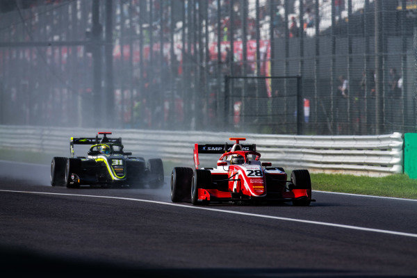 AUTODROMO NAZIONALE MONZA, ITALY - SEPTEMBER 08: Robert Shwartzman (RUS, PREMA Racing) and Logan Sargeant (USA, Carlin Buzz Racing) during the Monza at Autodromo Nazionale Monza on September 08, 2019 in Autodromo Nazionale Monza, Italy. (Photo by Joe Portlock / LAT Images / FIA F3 Championship)