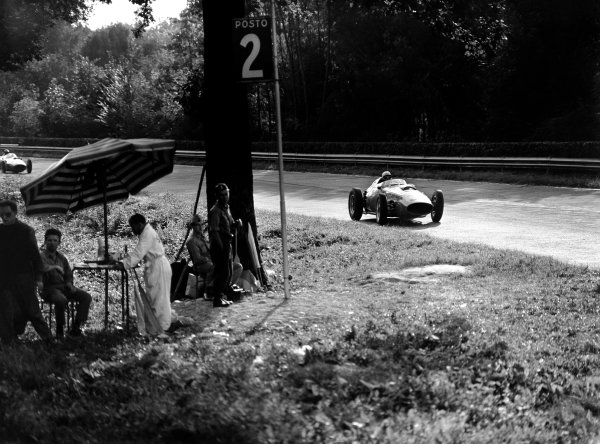 Monza, Italy. 13 September 1959.Phil Hill (Ferrari Dino 246), 2nd position, action.World Copyright: LAT Photographic.Ref: C56518