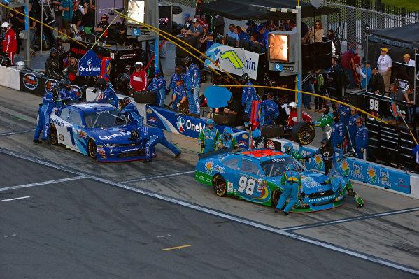 19-20 February, 2016, Daytona Beach, Florida USA Elliott Sadler and Aric Almirola make pit stops. ?2016, F. Peirce Williams LAT Photo USA