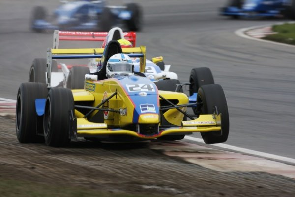 2008 Formula Renault UK Championship, Brands Hatch, Kent, UK. 29th-30th March 2008, Henry Surtees, Manor, bounces over the kerbs. Action. World Copyright: Kevin Wood/LAT Photographic. Ref: Digital Image Only.