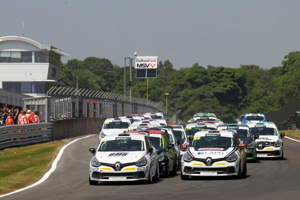 2016 Renault Clio Cup.  Oulton Park, Cheshire. 4th-5th June 2016, Start of the race, Mike Bushell (GBR) Team Pyro Renault Clio Cup leads World copyright. Jakob Ebrey/LAT Photographic