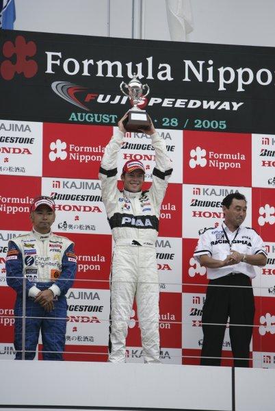 2005 Formula Nippon Championship.Round 7, Fuji Speedway, Japan. 28th August 2005Race Podium - winner Andre Lotterer (PIAA Nakajima) 1st and Tatsuya Kataoka (Forum Engineering) 2nd. World Copyright: Yasushi Ishihara / LAT Photographicref: Digital Image Only
