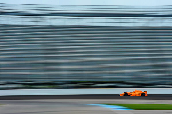Verizon IndyCar Series Fernando Alonso Test for Indianapolis 500 Indianapolis Motor Speedway, Indianapolis, IN USA Wednesday 3 May 2017 Fernando Alonso turns his first career laps on an oval in preparation for his Indianapolis 500 debut. World Copyright: F. Peirce Williams LAT Images