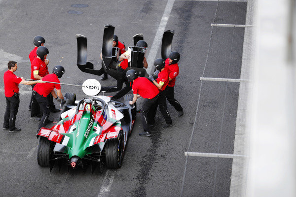Lucas Di Grassi (BRA), Audi Sport ABT Schaeffler, Audi e-tron FE05, makes a pit stop