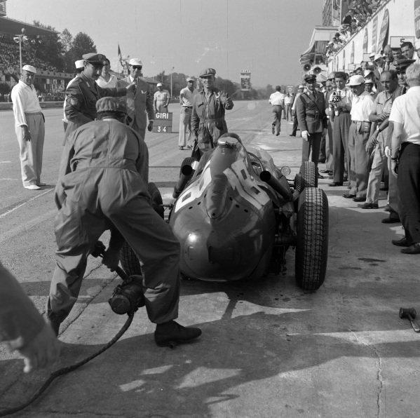Phil Hill, Ferrari 246, makes a pitstop.