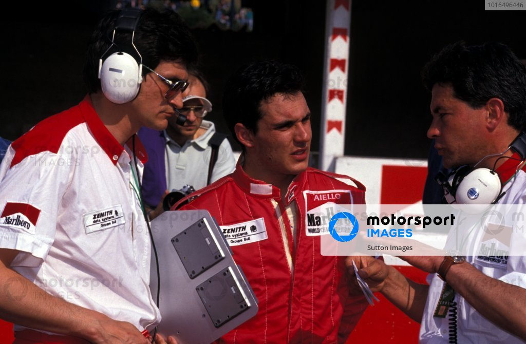 Laurent Aiello (FRA) DAMS chats with his engineers including Race Engineer Jacky Eeckelaert (BEL, left).International F3000 Championship, Rd1, Vallelunga, Italy, 14 April 1991.
