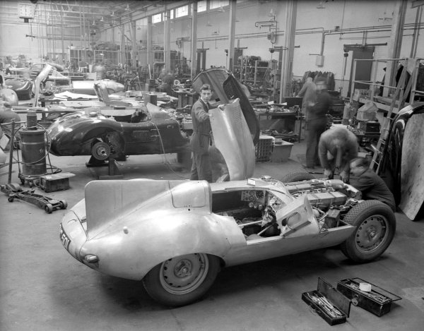 Le Mans, France. 11-12 June 1955.Jaguar C-types and prototype D-type being built in the factory.Ref-Motor 626/14.World Copyright - LAT Photographic