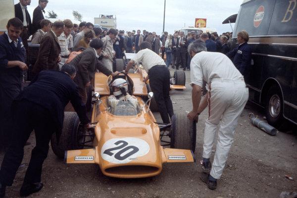 1969 British Grand Prix. Silverstone, England. 17-19 July 1969. Derek Bell (McLaren M9A Ford). Ref-69 GB 34. World Copyright - LAT Photographic